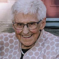Mme Monique St-Onge (née Aquin)