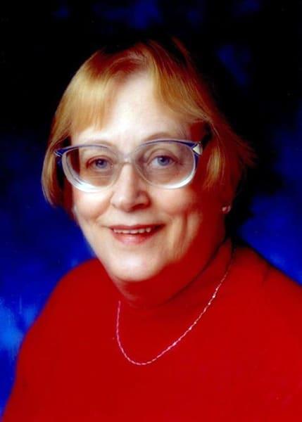 Mme Carolyn Knowlton Davis