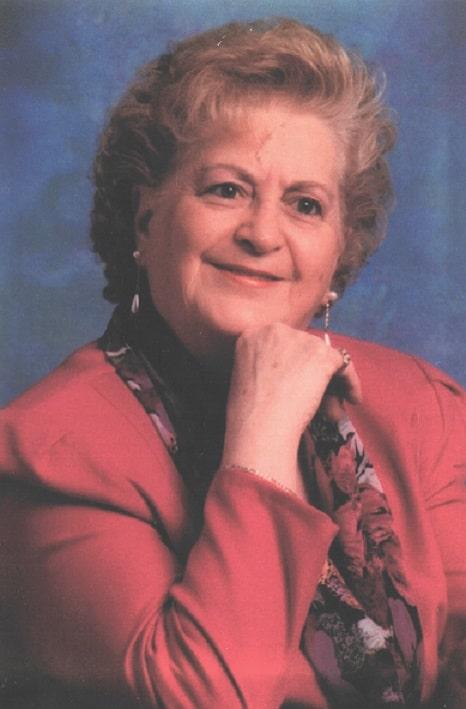 Mme Réjeanne St-Cyr