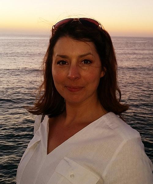 Mme Amanda Voss