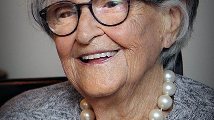 Mme Lillian Holgate