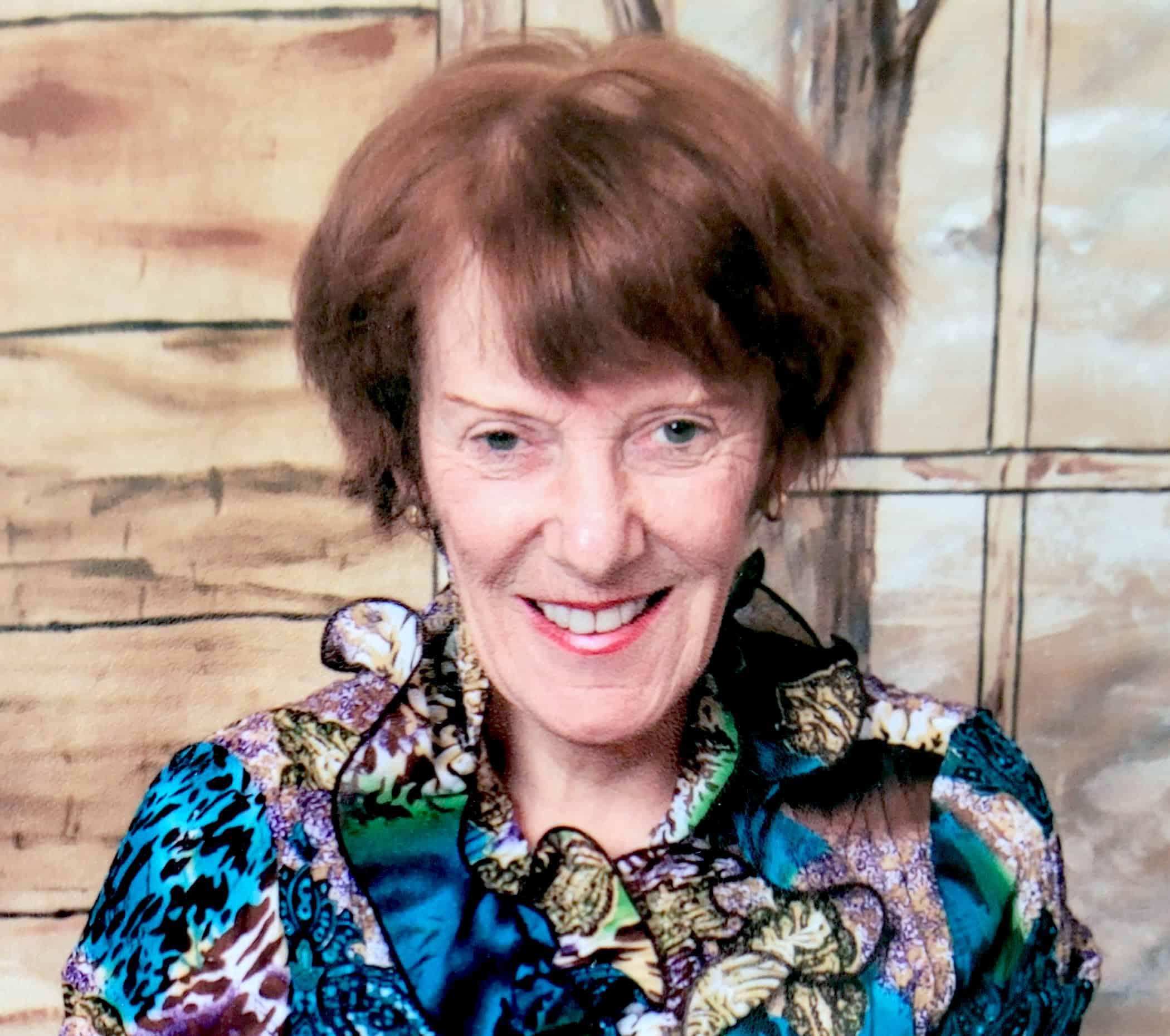 Mme Linda MacInnes